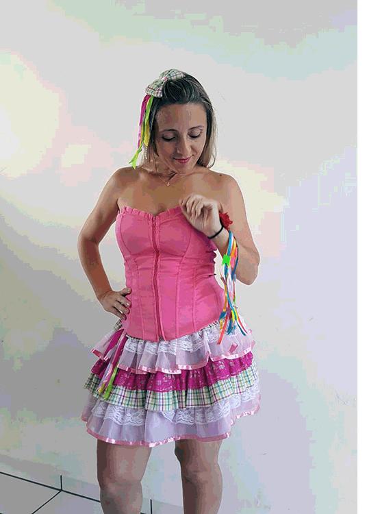 2004-Ariel-Luxo-Junino-Feminino-Adulto-Rosa-Xadrez.jpeg-Fantasia-para-alugar-Castelo-Fantasias-Uberlandia-1.png