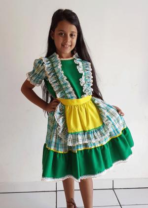 2200-Brasileirinho-Junino-Feminino-Infantil-Verde-Amarelo-Xadrez.jpeg.png