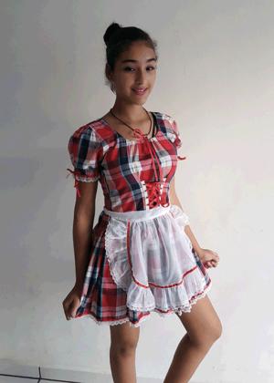 Fantasia de Festa Junina Manhosa, Modelo Acinturado, Xadrez Vermelho, Azul e Branco com Avental de Voil.